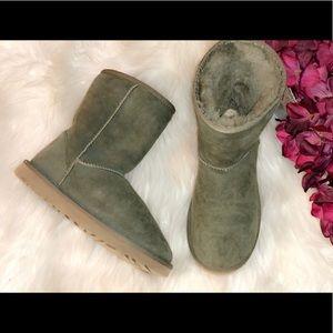 UGG Classic Short Olive Boots